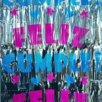 CORTINA METALIZADA ESTAMPADO FELIZ CUMPLE